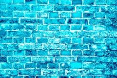 La turquoise bleue ou le mur de briques cyan peint avec différents tons et tonalités en tant que modèle sans couture donnent au f images libres de droits