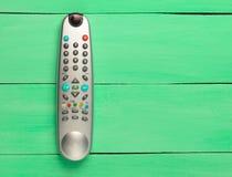 La TV à télécommande sur un fond en bois vert Vue supérieure Photo stock