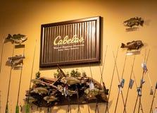 La ubicación en Hazelwood, MES, los E.E.U.U. de Cabela, mostrando la exhibición acuática hermosa de la taxidermia imagen de archivo libre de regalías