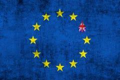 La UE azul de la unión europea de Brexit señala por medio de una bandera en textura del grunge con descenso y la bandera de Gran  Fotos de archivo libres de regalías