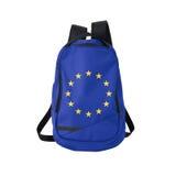 La UE señala la mochila por medio de una bandera aislada en blanco Imagenes de archivo
