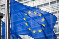 La UE señala por medio de una bandera delante del edificio de Berlaymont Fotos de archivo