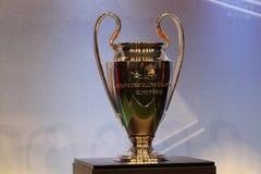 La UEFA ahueca el trofeo imágenes de archivo libres de regalías