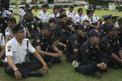 La unidad de la seguridad del ejercicio manda al cuartel general de la policía que construye en Surakarta Imagen de archivo
