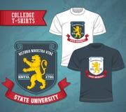 La universidad etiqueta las camisetas Fotos de archivo libres de regalías