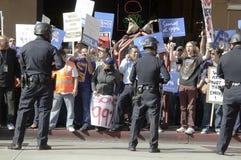 la upptar personer som protesterar Royaltyfri Bild