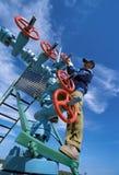La válvula en el yacimiento de gas Imagen de archivo