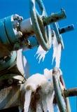 La válvula en el yacimiento de gas en invierno Foto de archivo libre de regalías