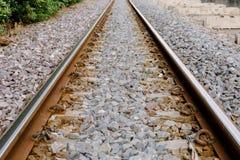 La vía ferroviaria es un camino para los trenes Fotografía de archivo