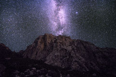 La vía láctea sobre las montañas de Velebit Imagen de archivo libre de regalías