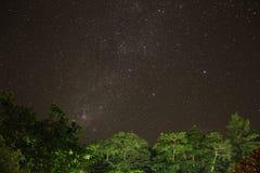 La vía láctea vista de Seychelles Imagenes de archivo