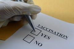 La vacunación de enfermedades es una opción Es conveniente para el anuncio de vacunas Imágenes de archivo libres de regalías