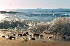 La vague de mer, l'excitation mousse d'eau sur de rivage mer, mer, l'eau bout photographie stock