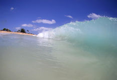 La vague déferlante tombante en panne Photographie stock libre de droits