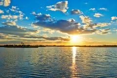 La vague et le cloudscape de coucher du soleil Photo libre de droits