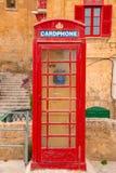 La Valeta, Malta - cabina de teléfonos británica del vintage rojo imagen de archivo libre de regalías
