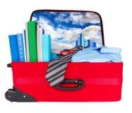 La valise bleue d'affaires de course a emballé pour le voyage image stock