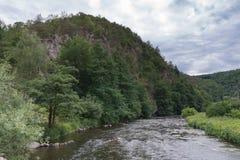 La vallée de la rivière Jihlava, République Tchèque pendant le jour d'été image stock