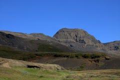 La vallée des elfes en Islande avec des collines et des cavernes Photographie stock libre de droits