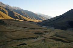La valle con il fiume in autunno Fotografia Stock Libera da Diritti
