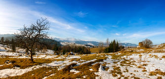 La valle della montagna ha coperto la neve fresca Fotografia Stock Libera da Diritti