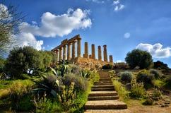 La valle delle tempie è un sito archeologico a Agrigento, Sicilia, Italia fotografia stock libera da diritti