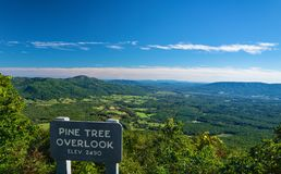 La valle e le montagne di Montville dal pino trascurano fotografie stock libere da diritti