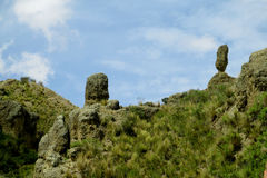 La valle verde e le formazioni rocciose si avvicinano al La Paz in Bolivia Fotografia Stock