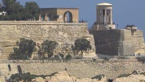 LA VALLETTA - MALTA, aprile 2018: Vista del mar Mediterraneo, di La Valletta e dell'isola di Malta archivi video