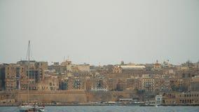 LA VALLETTA - MALTA, aprile 2018: Vista del mar Mediterraneo, di La Valletta e dell'isola di Malta video d archivio