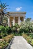 La Valletta, Malta - 9 maggio 2017: I giardini ed il monumento superiori di Barrakka hanno dedicato ad Alexander Ball Immagine Stock