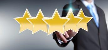 La valutazione dell'uomo d'affari stars con la sua rappresentazione della mano 3D Immagine Stock