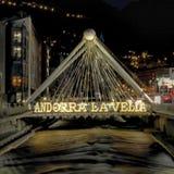La van Andorra Vella, nacht en water royalty-vrije stock afbeeldingen