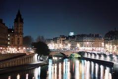 La van Parijs nuit Stock Foto's
