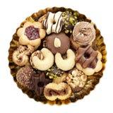 La variété de biscuits de Noël d'une plaque a isolé Image libre de droits