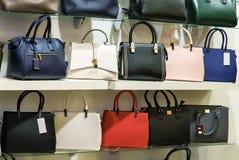 La variété de sacs sur l'affichage Images stock
