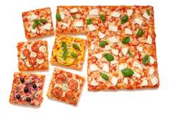 La varia pizza di sapori incide le fette Fotografia Stock