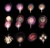 La variedad de colores mezcla los fuegos artificiales o las colecciones del petardo foto de archivo