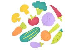 La variedad de verduras y de papel de la fruta cortó en el fondo blanco Foto de archivo libre de regalías