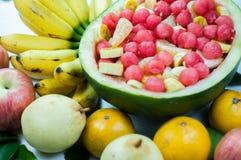 La varietà dell'insalata di frutta è buona per salute Fotografia Stock