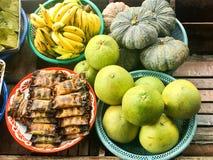La varietà fruttifica e dessert tailandese fotografie stock libere da diritti