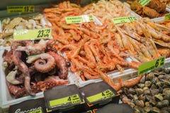 La vasta matrice del pesce attende il mercato del cliente Fotografie Stock