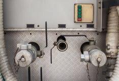 La vecchi valvola e rubinetti ad alta pressione industriali metal il tubo Fotografia Stock Libera da Diritti