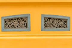 La vecchia aria tailandese di stile arieggia la finestra nella forma del fiore Fotografie Stock Libere da Diritti