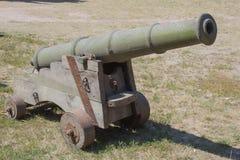 La vecchia arma dell'artiglieria è un cannone Fotografia Stock