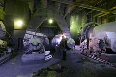 La vecchia attrezzatura nella centrale elettrica Fotografia Stock