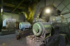 La vecchia attrezzatura in una centrale elettrica Fotografia Stock