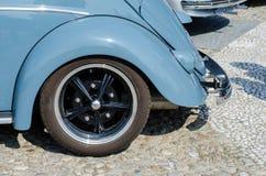 La vecchia automobile spinge dentro una manifestazione immagine stock libera da diritti