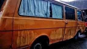La vecchia automobile in tempo piovoso Fotografia Stock Libera da Diritti
