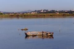 La vecchia barca tagliata fotografia stock libera da diritti